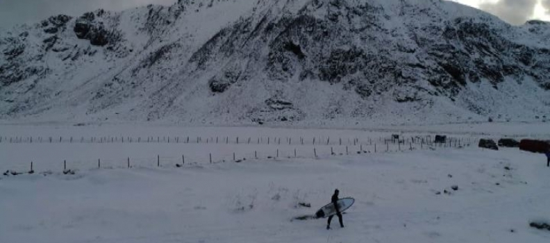 In surf nell'Artico: la sfida norvegese al freddo