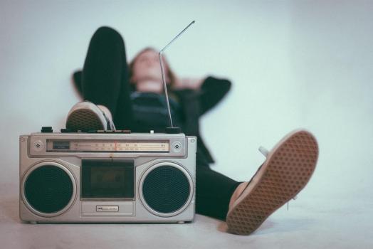 (Italiano) La Norvegia diventa il primo Paese del mondo ad interrompere completamente la sua broadcast (trasmissione) Radio Fm