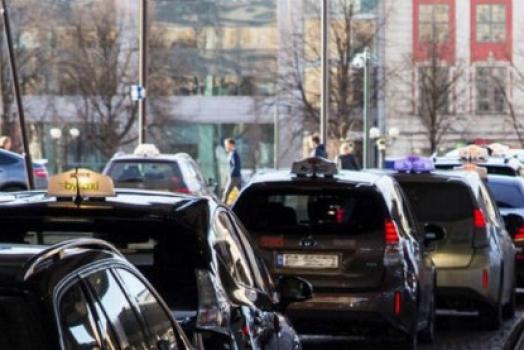 (Italiano) Oslo sarà la prima città al mondo a disporre di stazioni di ricarica wireless per i taxi elettrici