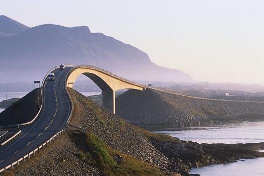 (Italiano) In Norvegia si trova la strada più bella del mondo