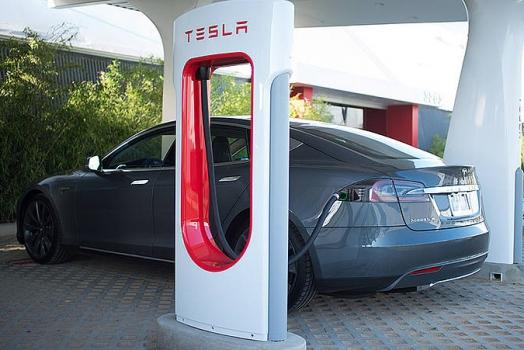 Tesla costruisce la più grande stazione di ricarica d'Europa in Norvegia