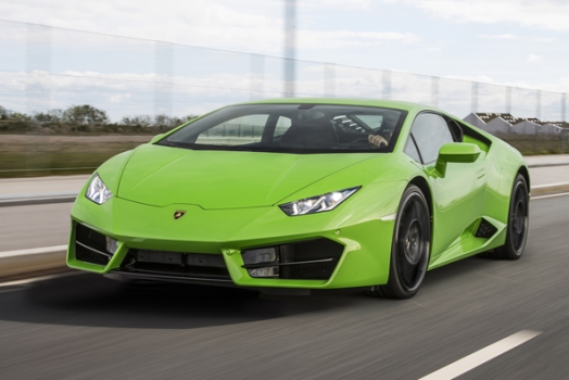 Lamborghini Avventura: on the road in Norvegia tra fiordi, montagne e troll