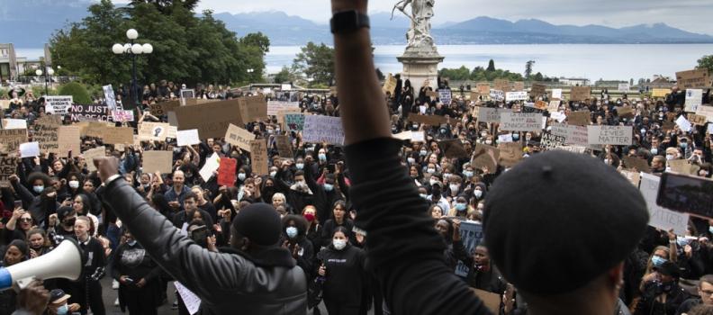 NORVEGIA: MIGLIAIA DI PERSONE PROTESTANO CONTRO IL RAZZISMO